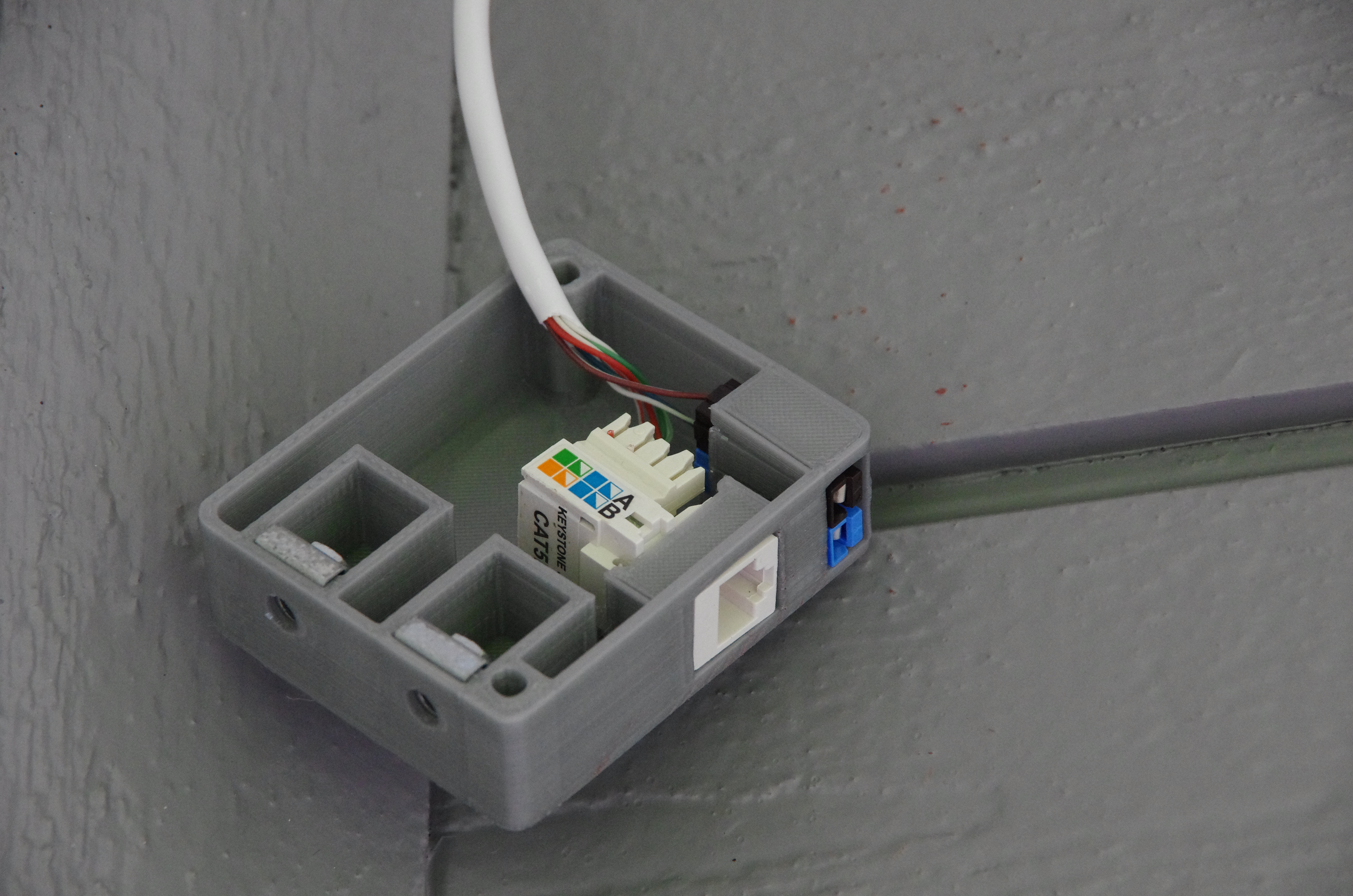 surface-mount wall box for one keystone ethernet jack and one pair of  powerpoles, with side-mounting captive nuts