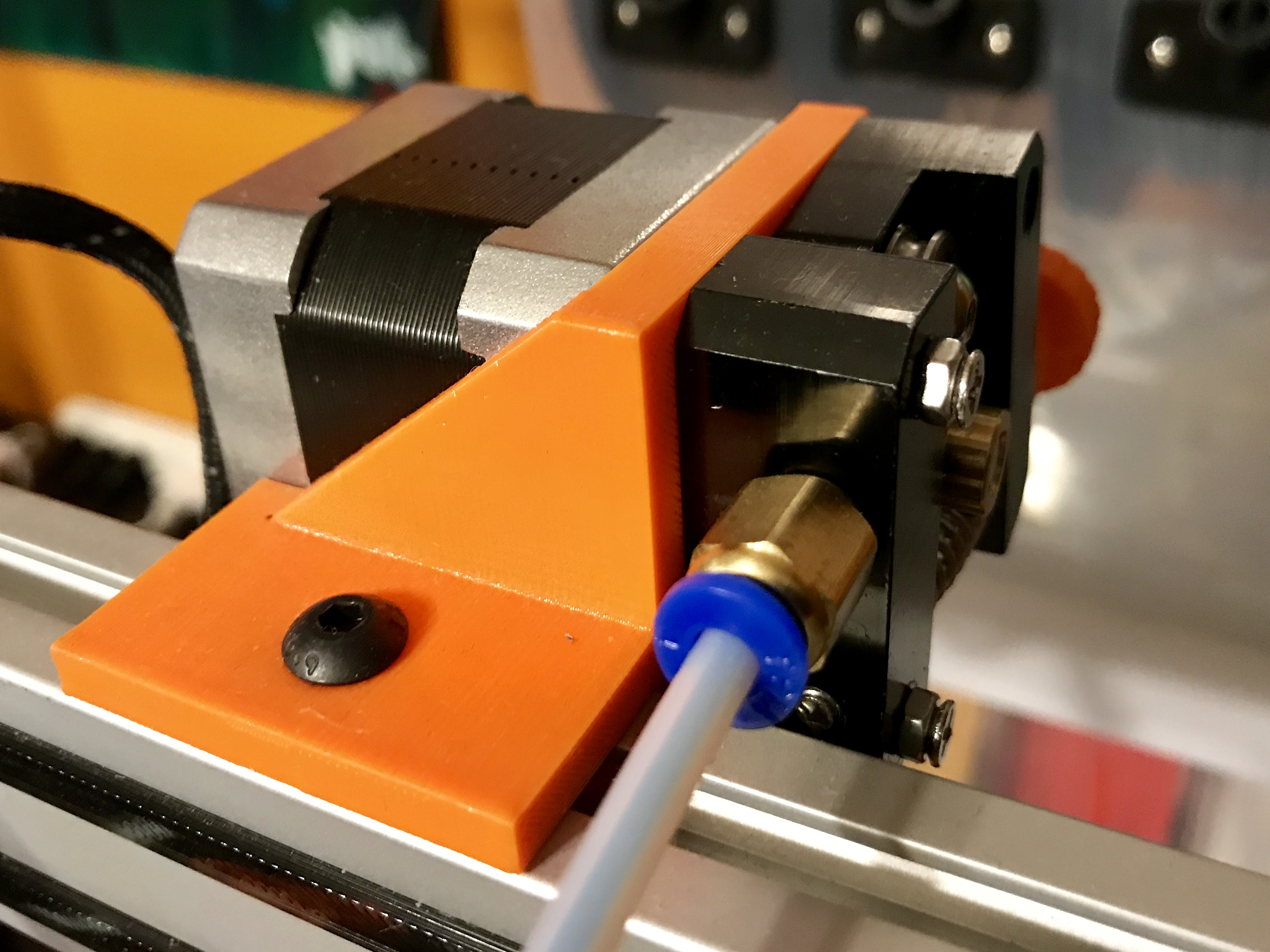AM8 Bowden Extruder Back Mount by cmccr88 - Thingiverse