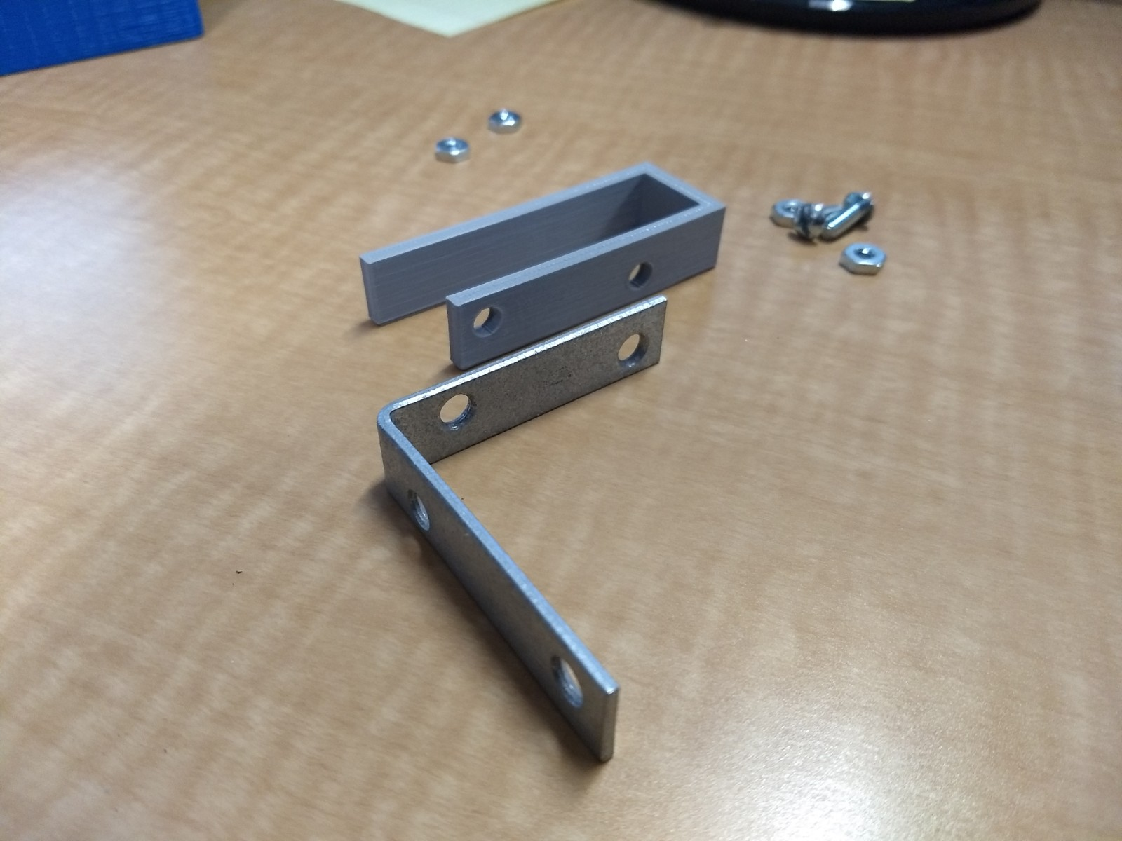 Cubicle Display Shelf Bracket By Gillwinkle Thingiverse