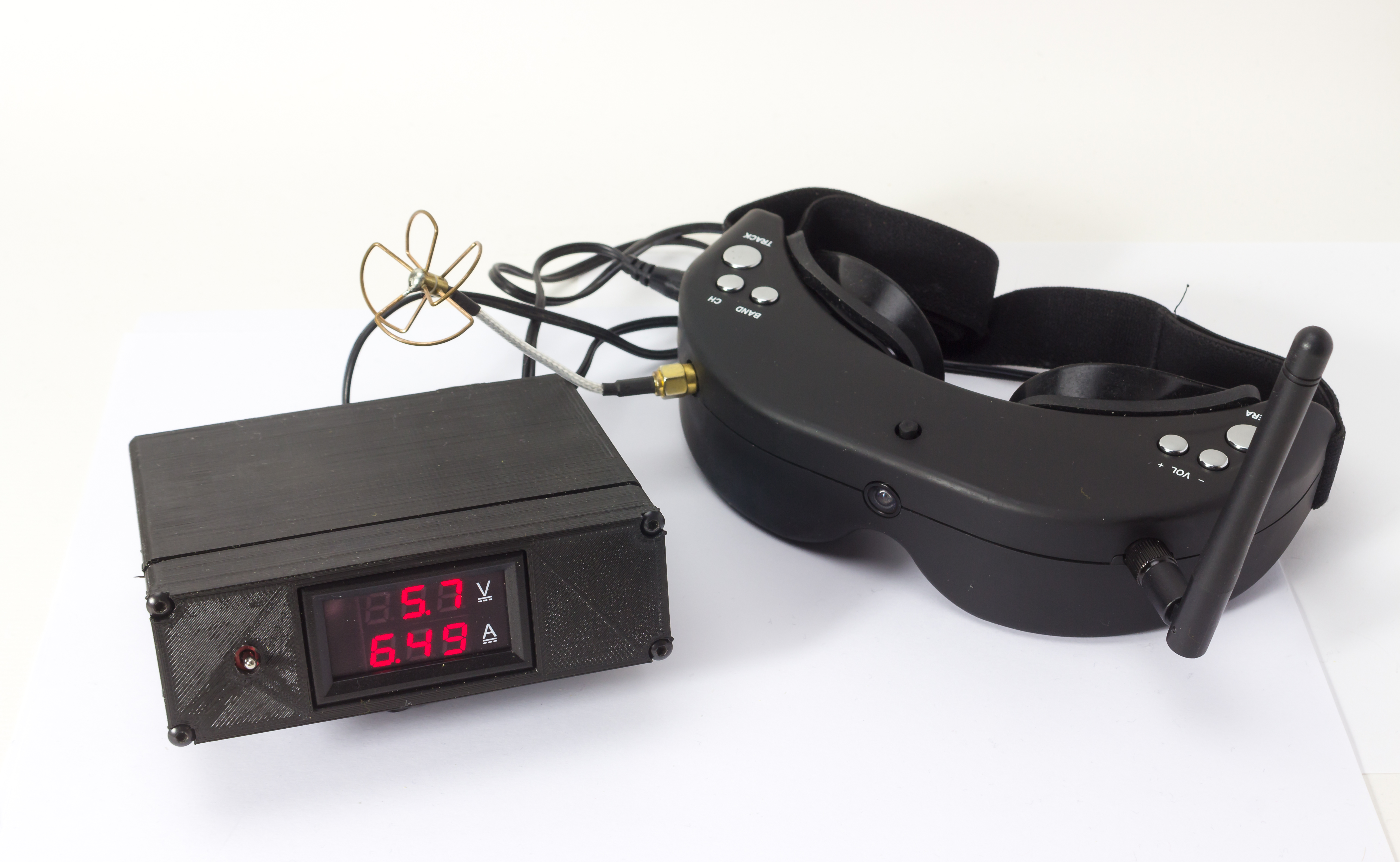 Fatshark/Skyzone FPV goggles lead battery box with volt & ammeter V1