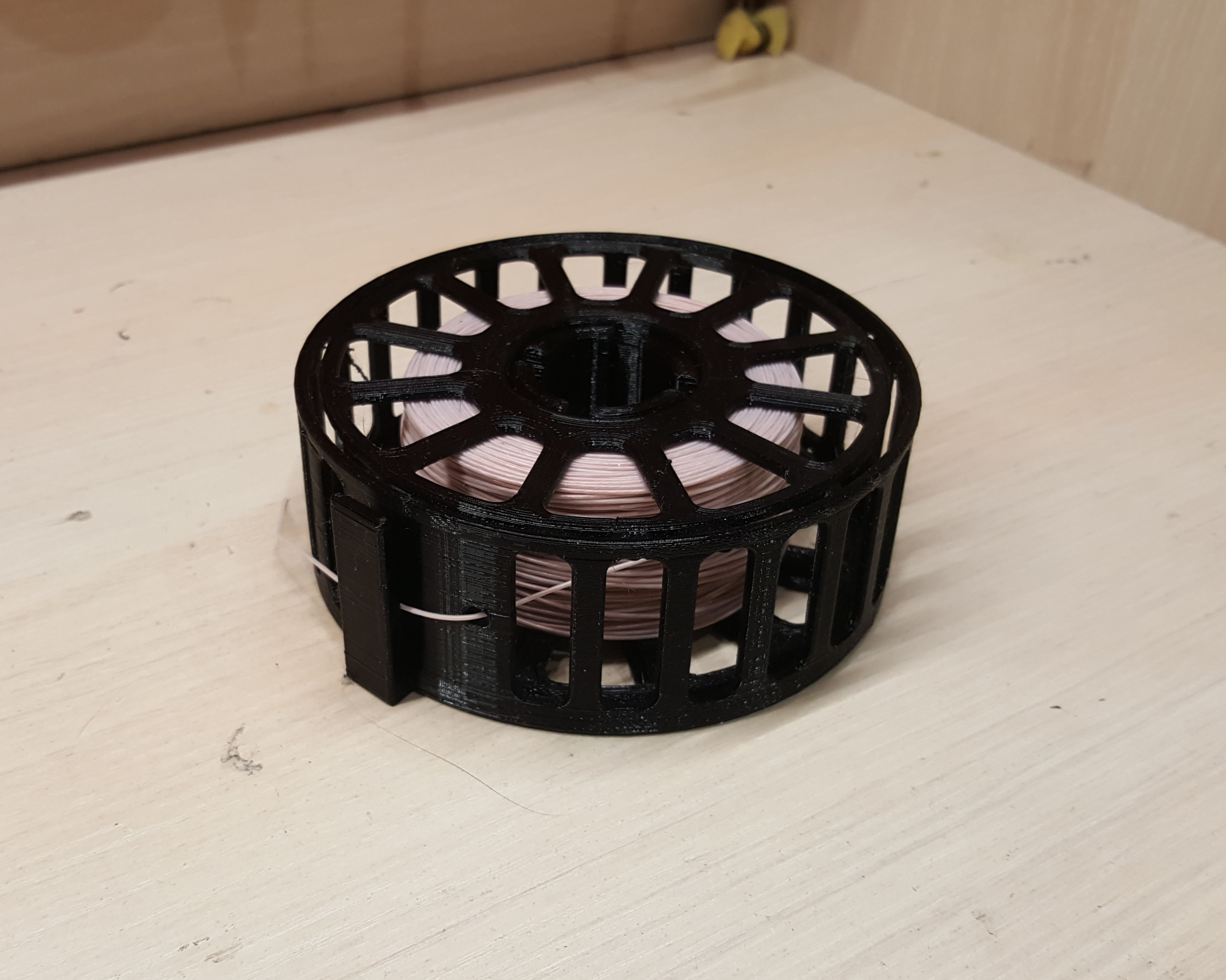 Boxed wire storage spool by mosave - Thingiverse