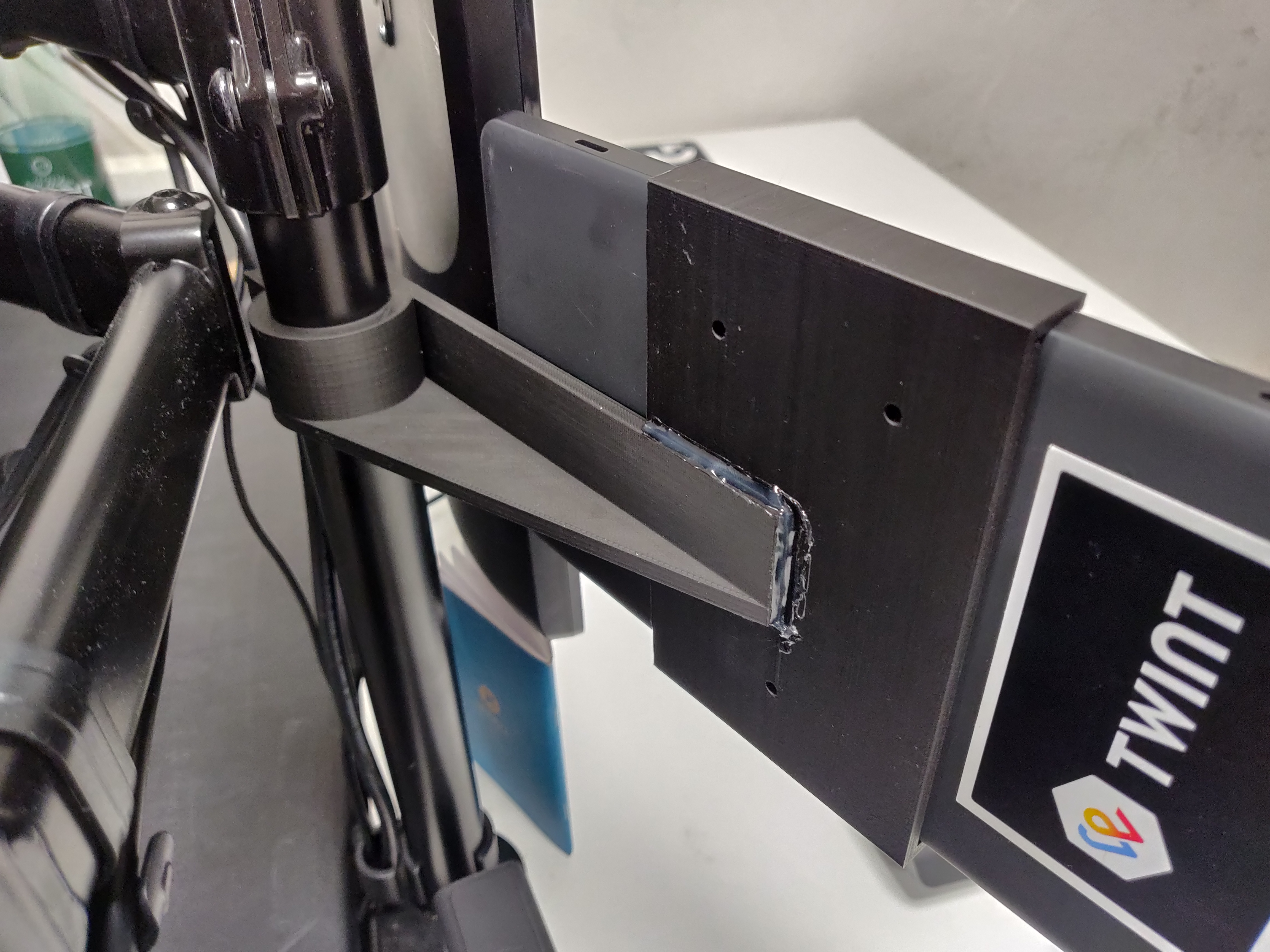 Pole mount for nvidia shield tablet by Julien_404 - Thingiverse