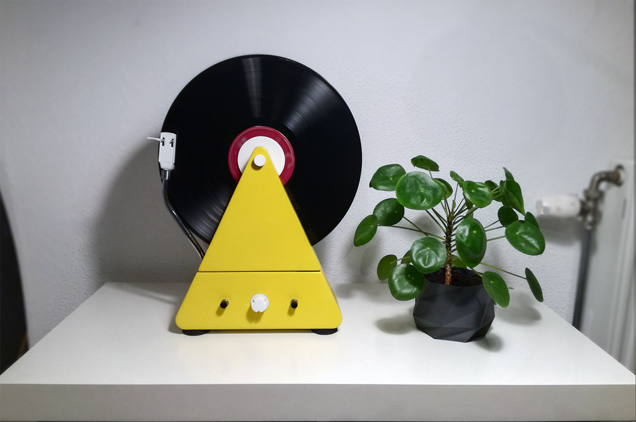 Vertical Turntable controlled by Arduino by JopieLoempia