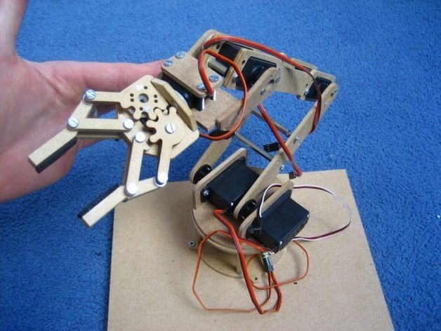 Robotic arm with 7 servos by jjshortcut - Thingiverse